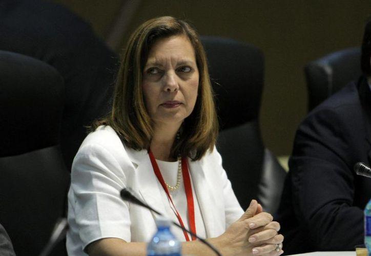 Estados Unidos y Cuba han iniciado conversaciones sobre asuntos difíciles de resolver, como las solicitudes de extradición de fugitivos de ambos países. En la foto, la directora para EU del Ministerio de Relaciones Exteriores de Cuba, Josefina Vidal. (EFE/Archivo)
