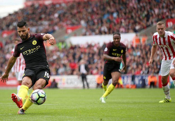 Sergio Agüero suma cinco goles en menos de una semana. El Manchester City se ubica en el liderato de la liga inglesa. (Nick Potts/AP)