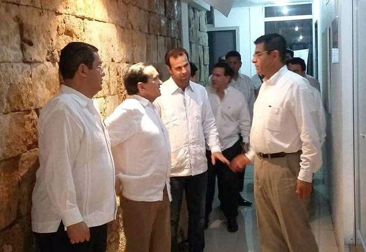 El Consejo Directivo de la Canaco Servitur mantuvieron una reunión con el secretario de Economía, Ildefonso Guajardo Villarreal. (Milenio Novedades)