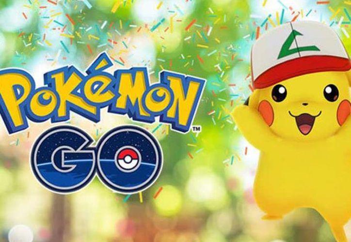 El videojuego para dispositivos móviles celebra el primer aniversario desde su lanzamiento con una versión especial del famoso Pikachu. (Niantic).