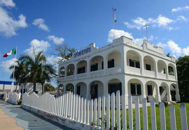 El edificio está enclavado en la avenida Rafael E. Melgar, entre calle 12 norte y Antonio González Fernández. (Gustavo Villegas/SIPSE)