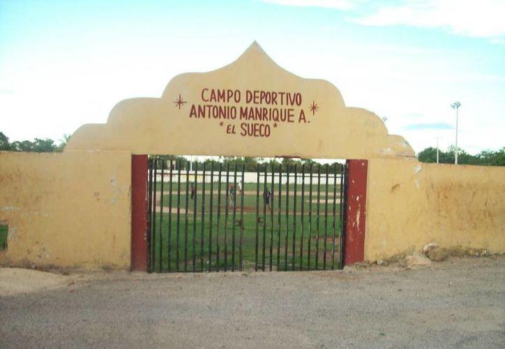 Campo de béisbol de Sacalum en donde algunas personas asegurna haber visto a la Xtabay. (Jorge Moreno/SIPSE)