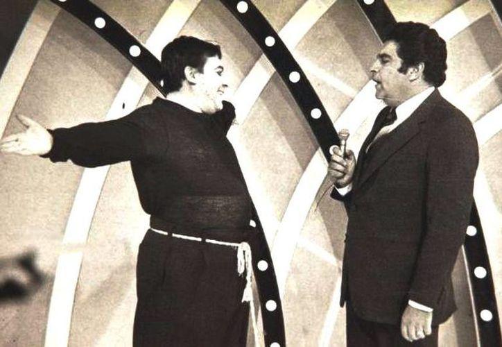 """'Mandolino' (i) participó en Sábado Gigante hasta 1991, cuando el programa ya era producido por Univisión y se grababa en Miami, cuando se alejaron por """"razones profesionales"""". (Facebook/Mandolino Armando Navarrete)"""