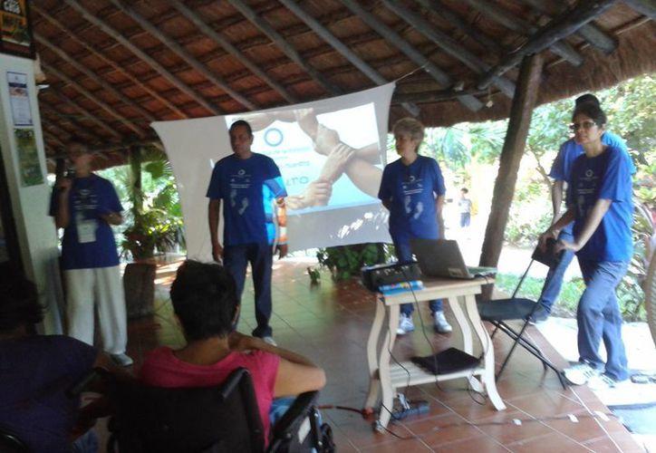 """En el Parque Kabah se realizó el taller """"Cuidando tus pies, ojos y tu cuerpo"""". (Sergio Orozco/SIPSE)"""