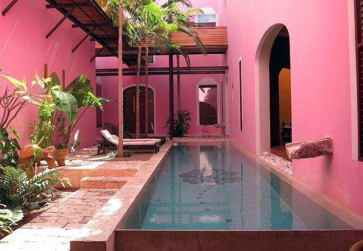 La piscina del Hotel Boutique Rosas & Xocolate, ubicado en Mérida. (admiringdistance.com)