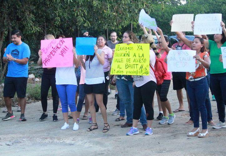 Mientras duró la movilización, hubo momentos de encono entre los manifestantes y automovilistas. (Octavio Martínez/ SIPSE)