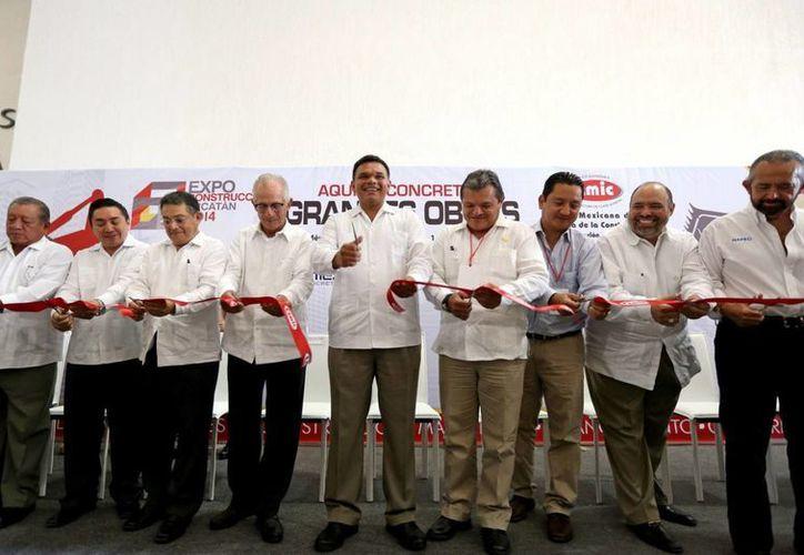Zapata Bello inauguró ayer viernes la 17a Expo-Construcción Yucatán 2014 en el Centro de Convenciones Siglo XXI. (SIPSE)