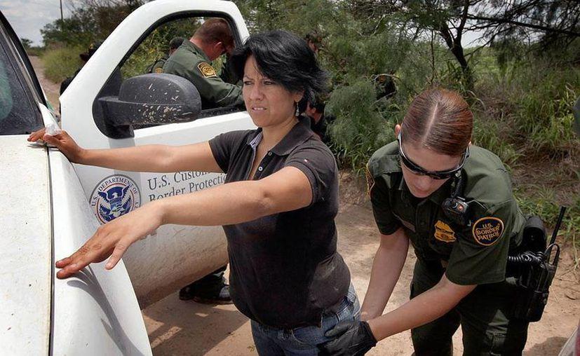 Siete de cada diez inmigrantes deportados bajo el vigente programa Comunidades Seguras no habían cometido ningún delito mayor. (lahoralatina.net)