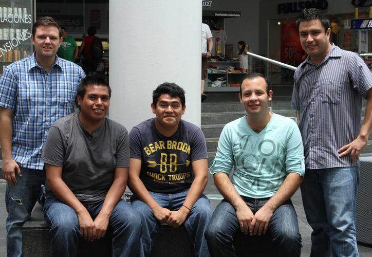 Los cinco jóvenes partirán a Francia con una beca para continuar con sus estudios. (Sergio Orozco/SIPSE)