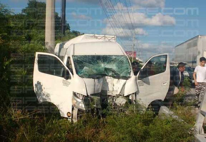 El accidente ocasionó tráfico en la zona. (Redacción/SIPSE)