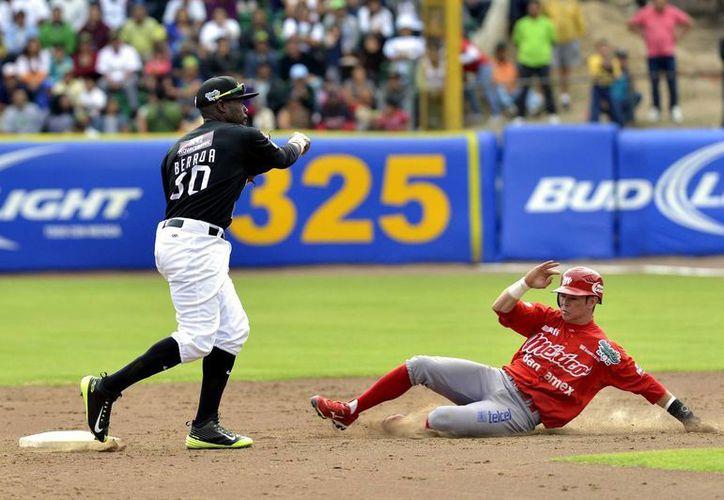 Carlos Figueroa debutó en la LMB en 2012 con Diablos Rojos. (purobeisbol.mx)