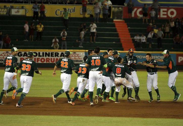 Leones de Yucatán ganó como visitante a Rieleros de Aguascalientes en un primer partido de una doble cartelera. La foto, de archivo, corresponde al estadio Kukulcán. (Notimex)