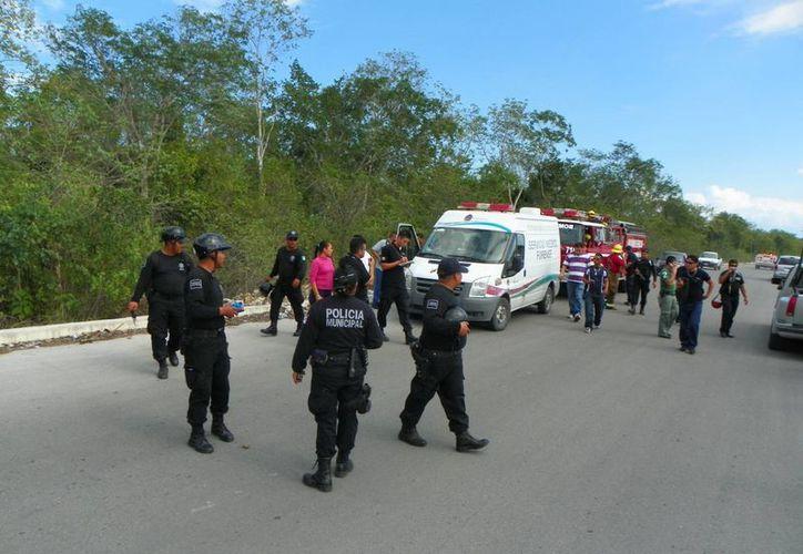 En los alrededores del fraccionamiento Cataluña se llevó a cabo un fuerte dispositivo policiaco. (Alida Martínez/SIPSE)