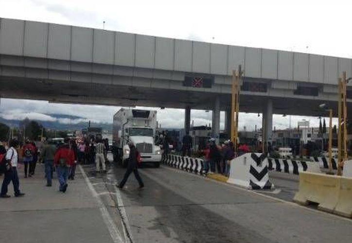 La decisión de la CNTE de tomar las autopistas México-Puebla y México-Querétaro se dio esta madrugada. (Milenio)
