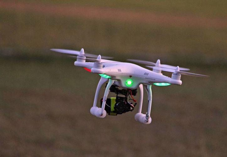 """El """"Drone"""" que se utiliza en Mérida, también se usa en otras ciudades para vigilar marchas, plantones y marchas. (Milenio Novedades)"""