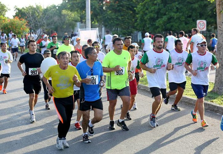 La meta es reunir al menos a mil 500 personas para la Carrera y Caminata del Abogado, informó el organizador Leonel Macías Sánchez (i). (Milenio Novedades)