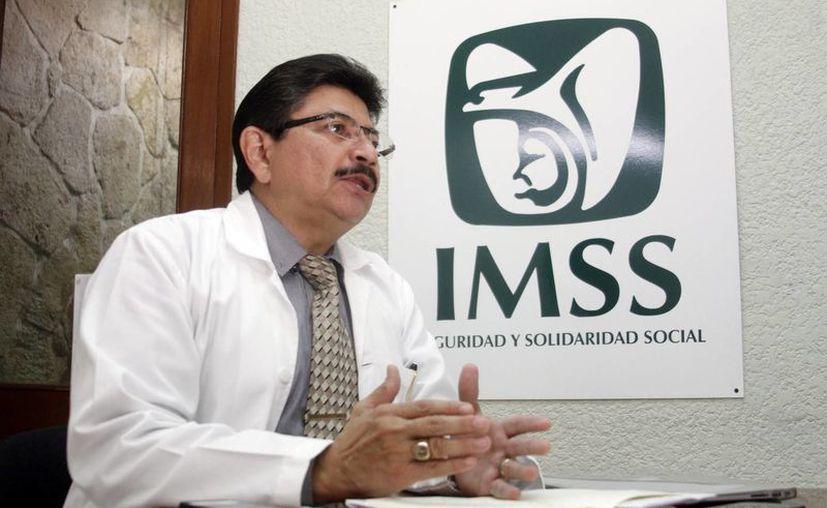 Imagen del doctor Jacinto Herrera León,  jefe de Medicina Interna del Hospital General Regional Número 1 del IMSS 'Lic. Ignacio García Téllez', quien habló sobre la Enfermedad Pulmonar Obstructiva Crónica (EPOC). (Milenio Novedades)