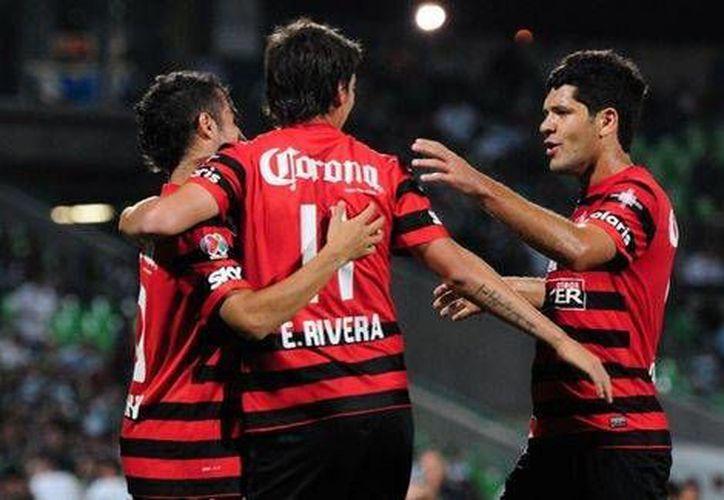 Jugadores del Atlas, que ha tenido altibajos durante toda la campaña, celebra su victoria ante el Santos. (mexsport.com)