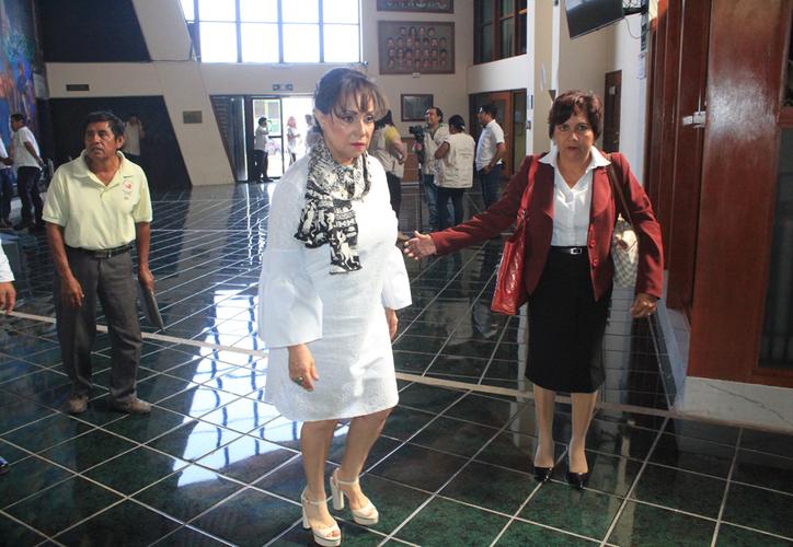 Catalina Portillo Navarro, de la Secretaría del Trabajo y Previsión Social, al llegar en la sede legislativa. (Daniel Tejada/SIPSE)