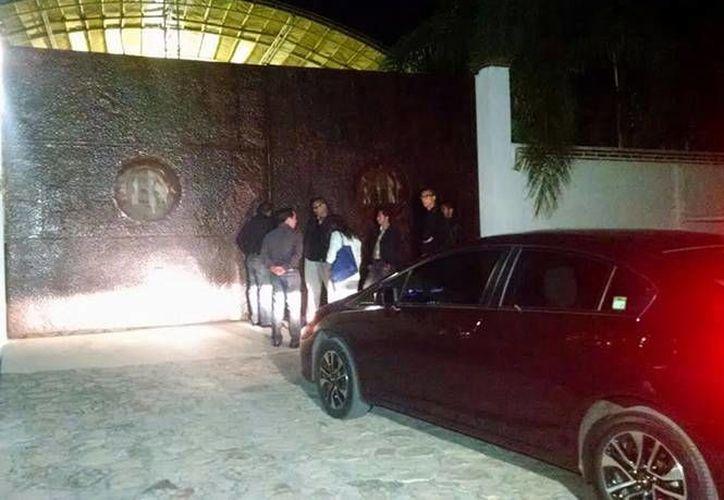 Esta es la entrada al rancho donde se programó la realización del funeral del cantante y compositor mexicano Joan Sebastian. (excelsior.com)