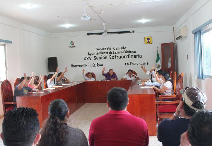 Se tomó protesta a los integrantes del comité en la vigésima quinta sesión extraordinaria. (Raúl Balam/SIPSE)