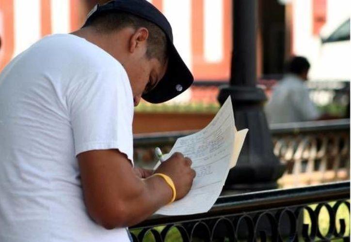 La tasa de desocupación mensual en México subió ligeramente al pasar de 4.9 % en febrero a 5.0 % en marzo pasado. (Archivo SIPSE)