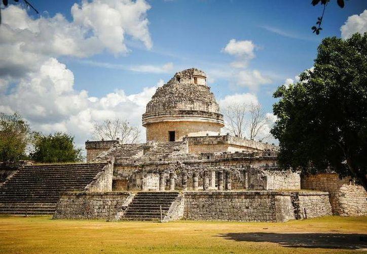 Las fotografías presentan zonas como Chichén Itzá, Dzibilchaltún y Uxmal. (Milenio Novedades)