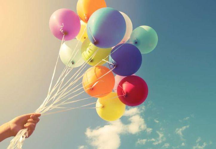 Los globos son considerados por la Asociación Española de Pediatría como peligrosos para niños menores de tres años de edad.  (mejorconsalud)