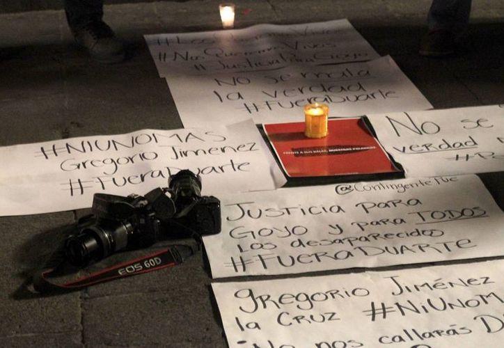Urge mayor coordinación entre los tres niveles de gobierno para frenar la inseguridad, indicó Campa Cifrián. En la imagen, manifestación de periodistas en el Zócalo de Puebla para exigir el esclarecimiento del asesinato del periodista Gregorio Jiménez. (Notimex)