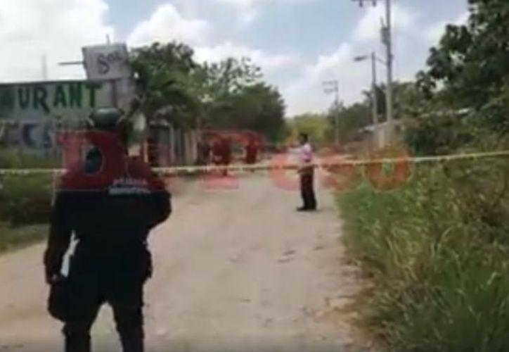 Persona lesionada con cuatro impactos de bala, al interior del Restaurant Bar Juan Cañón, en Tulum. (SIPSE)