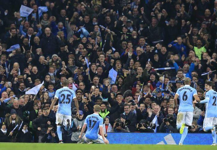 El Manchester City alcanzó por primera vez las semifinales de la UEFA Champions League al eliminar con un 1-0 al PSG. (Imágenes de AP)