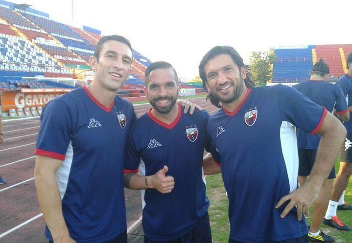 Giancarlo Maldonado con Joe Bizera y José Francisco 'Kikín' Fonseca en el entrenamiento del Atlante. (Facebook)
