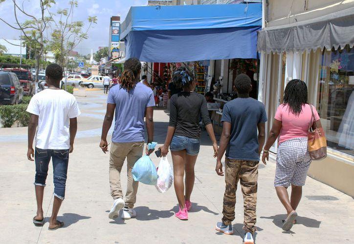 Año con año, el número de turistas provenientes de Belice ha disminuido más del 20%. (Joel Zamora/SIPSE)