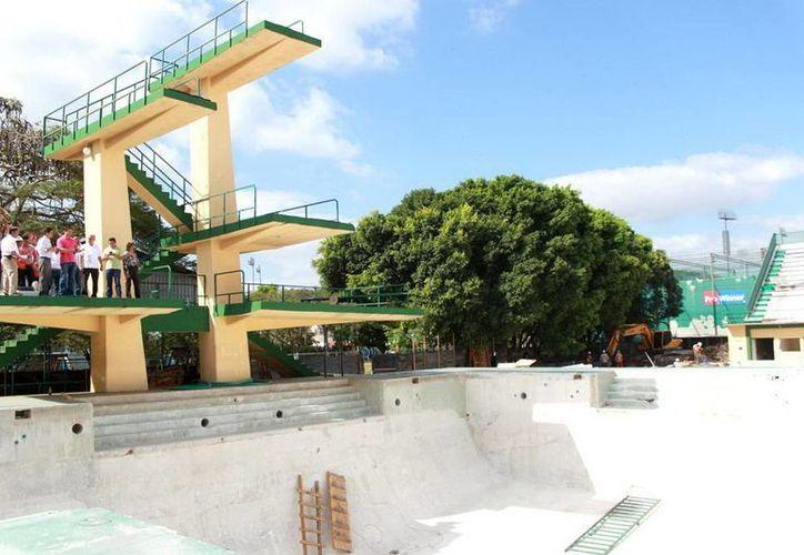 Recorrido de supervisión en las obras del Complejo Acuático de la Unidad Deportiva Kukulcán. (Milenio Novedades)