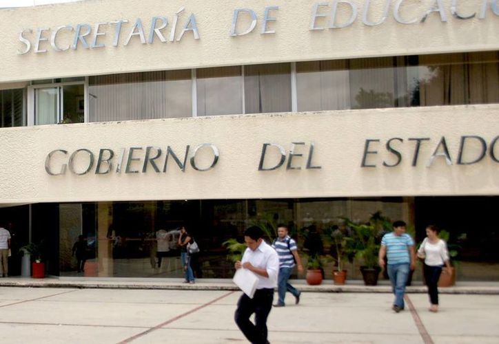 Las nuevas normas presentadas por la SEE establecen los  derechos y obligaciones para profesores, alumnos e incluso padres de familia. (Milenio Novedades)