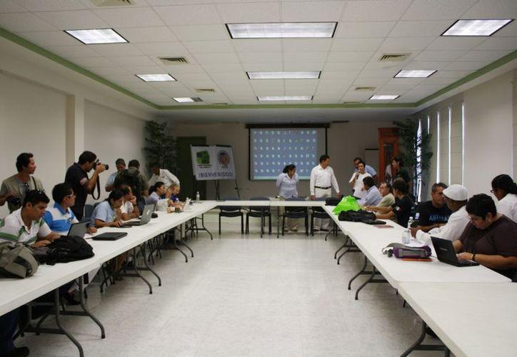 En el taller se dieron los  resultados preliminares de las anidaciones registradas durante la temporada de tortugas 2012. (Yenny Gaona/SIPSE)
