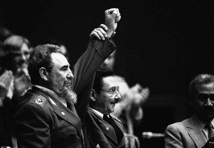 Aunque Raúl se retire de la presidencia tendrá un cargo igual o más importante dentro del gobierno cubano. (Foto: AP).