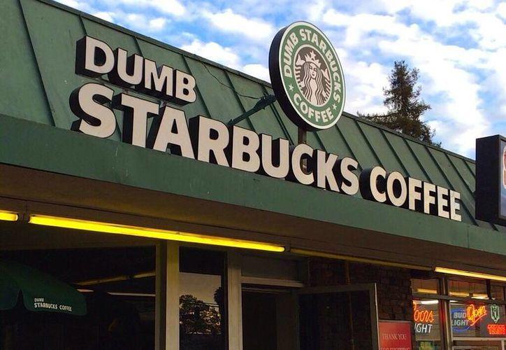 Los portavoces de Starbucks están tratando de averiguar de qué se trata el Dumb Starbucks. (businessinsider.com)