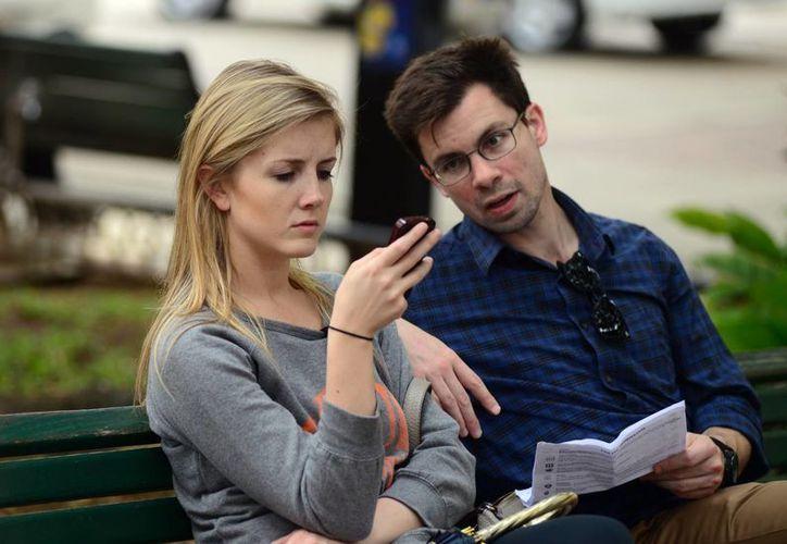 Van en aumento las parejas que malinterpretan la conducta en redes sociales. (Luis Pérez/SIPSE)