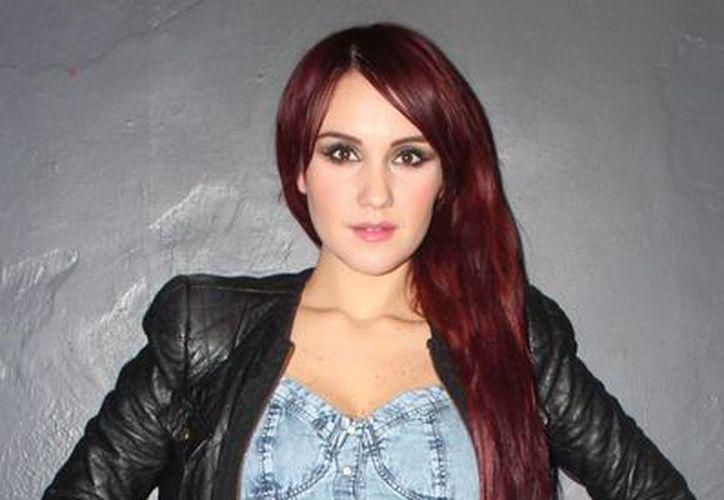 La cantante informó que su libro Dulce amargo. Recuerdos de una adolescente, se comercializará en México y en países como Estados Unidos y Argentina a partir del 16 de diciembre. (Notimex)