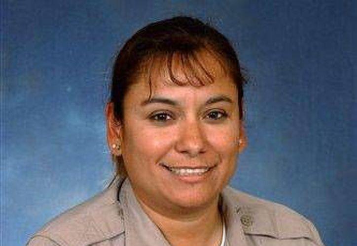 Foto sin fecha proporcionada el 11 de diciembre de 2013 por el Departamento de Seguridad Pública de Arizona, que muestra a la policia Carmen Figueroa. (Foto AP/Departamento de Seguridad Pública de Arizona)