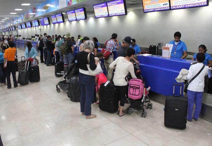 La afluencia de vuelos registró un aumento en el inicio de la temporada de Summer Break. (Sergio Orozco/SIPSE)