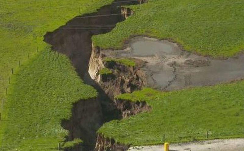 Una gigantesca grieta en el suelo genera preocupación en Nueva Zelanda