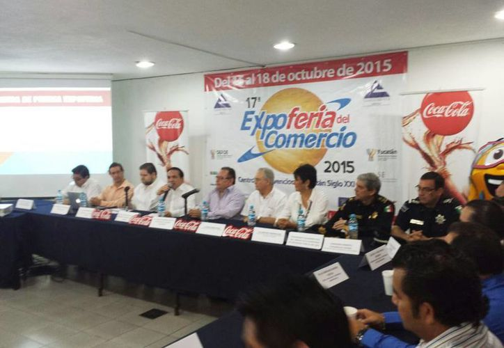 Imagen de la rueda de prensa donde se anunció que todo está listo para la Expo Comercio 2015. (Candelario Robles/SIPSE)