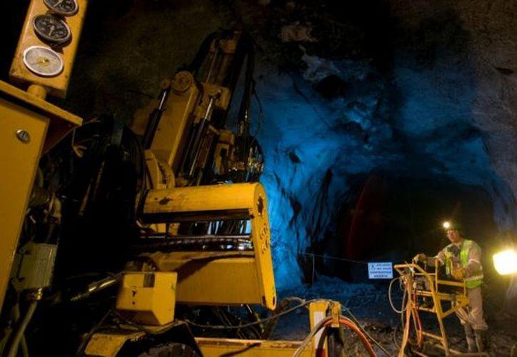 Seis mineros quedaron atrapados en una mina de Chile y las labores de rescate ya llevan seis días. (Notimex)