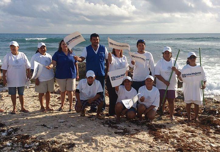 Durante 10 días realizarán la limpieza de las playas de Isla Mujeres. (Lanrry Parra/SIPSE)