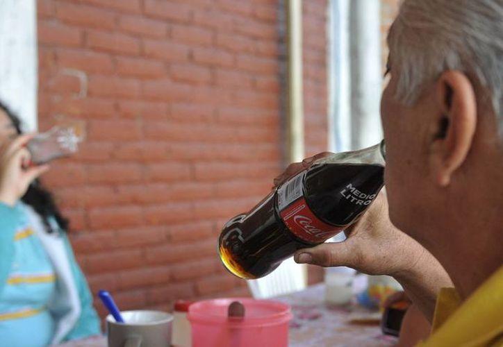 Aseguran que el refresco contribuye en un 5% a una dieta de 3 mil calorías. (EFE)