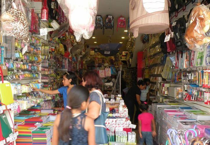 Piden a yucatecos verificar muy bien al momento de realizar sus pagos con tarjetas de crédito y débito, para evitar que se realicen cargos indebidos a sus cuentas. (Archivo/SIPSE)
