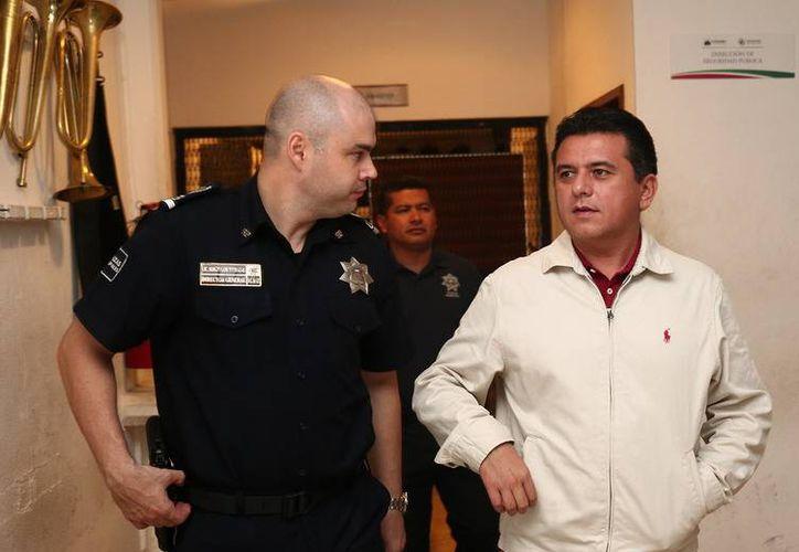 El alcalde Fredy Marrufo Martín visitó las instalaciones en compañía del director de Seguridad Pública, Sergio Terrazas Montes. (Redacción/SIPSE)