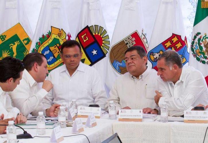El gobernador Rolando Zapata (c) resaltó la importancia de la integración del área Sur-Sureste dentro de la Conago para la construcción de proyectos de trascendencia regional y nacional. (Cortesía)